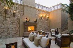 Best outdoor patio photos and diy design plans including most popular paver materials, fire pit and outdoor kitchen kits and gorgeous pictures of covered patios Modern Outdoor Fireplace, Outdoor Fireplace Designs, Outdoor Patio Designs, Outdoor Decor, Outdoor Fireplaces, Fireplace Ideas, Outdoor Furniture, Outdoor Dining, Outdoor Ideas
