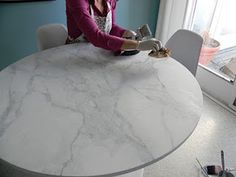 How to make faux painted marble. Her table started as wood but now looks like marble! AMAZING tutorial! thanks @Danika Herrick