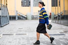 MAGLIONE– WEATER:Virginia Bizzi from Tozzi Bologna GONNA– SKIRT:Virginia Bizzi from Tozzi Bologna BORSA – BAG:Alexander McQueen from Tozzi Bologna SNEAKERS:Robert Clergérie from Sarenza