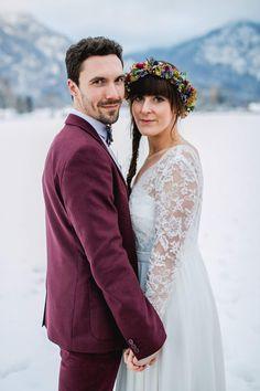 Winterhochzeit im Schnee Winterhochzeitskleid Brautkleid aus Spitze Boho Hochzeit Vintage Light & Lace Bridal Couture Pic by Carola Michaela Photography