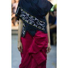 Love lulu lutfi labibi Batik Kebaya, Batik Dress, Ethnic Fashion, Womens Fashion, Asian Fabric, Unique Dresses, Traditional Outfits, Ikat, Cotton Dresses