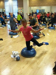 #BOSU Side leg lift -- kneeling #balance WHY IS THIS SO HARD!?!