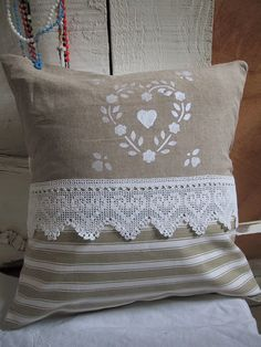 Sewing Cushion I like the white stenciling on burlap Sewing Pillows, Diy Pillows, Decorative Pillows, Throw Pillows, Handmade Cushions, Scatter Cushions, Pin Cushions, Sewing Crafts, Sewing Projects
