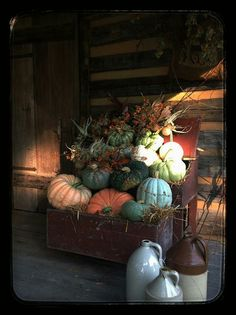 SEASONAL – AUTUMN – a country autumn includes lots of pumpkins to harvest in a plethora of different shapes, sizes, and colors of autumn by horse shoe primitives.