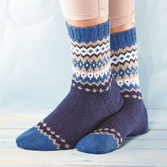 Ravelry: Soxx No. 15 pattern by Kerstin Balke Crochet Socks, Knitting Socks, Knit Crochet, Sock Toys, Winter Socks, Wool Socks, Knitting Charts, Knitting Designs, Mittens