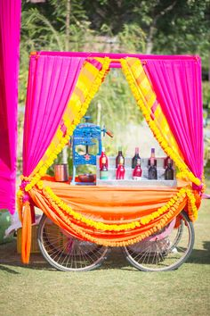 Looking for latest Outdoor Wedding Decorations? Check out the trending images of the best Indian Outdoor Wedding Decoration ideas. Indian Wedding Food, Desi Wedding Decor, Wedding Mandap, Bengali Wedding, Wedding Ideas, Wedding Receptions, Stall Decorations, Wedding Stage Decorations, Haldi Ceremony