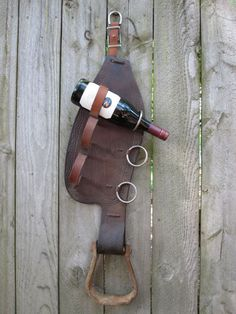 5 More Ways to Repurpose Old Stirrups - COWGIRL Magazine - DIY Western wine rack: take the whole fender and the stirrup to make a three bottle wine holder. Country Decor, Rustic Decor, Western Wall Decor, Western Crafts, Horseshoe Crafts, Horseshoe Art, Equestrian Decor, Horse Crafts, Diy Woodworking