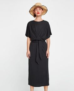 Zara black midi dress with short sleeves, knot tie waist. Kimono Style Dress, Kimono Fashion, Boho Dress, Knit Dress, Love Fashion, Front Knot Dress, Satin Dresses, Midi Dresses, Cold Shoulder Dress