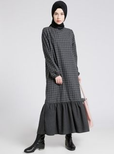 Abaya Fashion, Modest Fashion, Skirt Fashion, Fashion Dresses, Hijab Casual, Simple Dresses, Casual Dresses, Estilo Abaya, Moslem Fashion