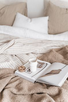Bedroom Inspo, Bedroom Decor, Bedroom Inspiration, Warm Bedroom, Fashion Inspiration, Eclectic Bedding, Neutral Bedding, Aesthetic Room Decor, Aesthetic Style