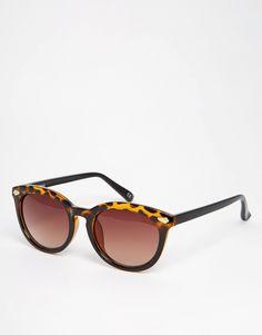 Sonnenbrille von ASOS Gestell in Schildpatt mit Farbverlauf geformte Nasenpolster für zusätzlichen Komfort abgestuft getönte Gläser zulaufende Bügel mit abgerundeten Enden für sicheren Halt voller UV-Schutz