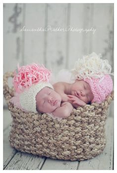 Can you tell I really want twins!?!? And this is the cutest picture ever!!!