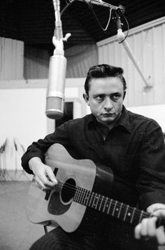 """rollingstone: """" Johnny Cash would have been 81 years old today. See a gallery of intimate photos of the Man in Black. Young Johnny Cash, Johnny Cash June Carter, Johnny And June, Here's Johnny, Johnny Depp, Johnny Cash Quotes, John Cash, Americana Music, Guitar Lessons For Beginners"""