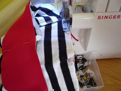Dámské úpletové šaty s pružným pasem a kapsami | Plaid Scarf, Singer, Pants, Fashion, Bags Sewing, Sewing Patterns, Trouser Pants, Moda, Fashion Styles