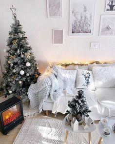 Carré Blanc (@carreblancparis) • Photos et vidéos Instagram Decoration, Christmas Tree, Holiday Decor, Photos, Instagram, Home Decor, Comforter Set, Home, Fall Season