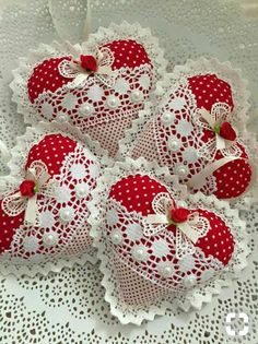 Lace and fabric hearts - fabric crafts Felt Christmas Decorations, Felt Christmas Ornaments, Valentines Day Decorations, Valentine Day Crafts, Holiday Crafts, Christmas Tree, Heart Decorations, Fabric Hearts, Heart Crafts
