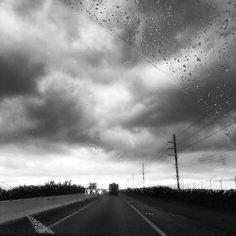 #raining #bw #bnw #blackandwhite #blackandwhitephotography #blackwhite #blackwhitephotography #monochrome #skypainters #clouds #drama #sky