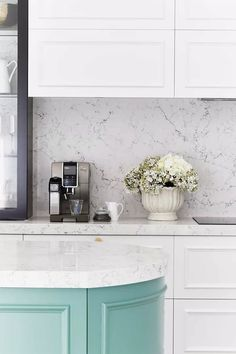 Colour crush: Decorating with mint and marble with a touch of black Fixer Upper, Storey Homes, Layout, Smart Kitchen, Kitchen Doors, Black House, Contemporary Style, Color Combos, Decorating Your Home