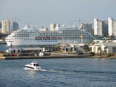 The are typically 9 ships in port in Ft Lauderdale on most weekends during wave season.