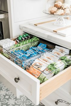 Pantry-Organisation – Pantry Reveal … – Rosa Pfingstrosen von Rach Parcell – Pantry With One Redo Kitchen Cabinet Organization, Kitchen Drawers, Home Organization, Organizing Ideas, Bathroom Drawers, Pantry Storage, Small Storage, Fridge Drawers, Pantry Shelving
