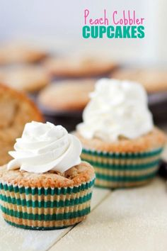 Peach Cobbler Cupcakes -- soft cake loaded with peaches and topped with a crunchy sugar crust!