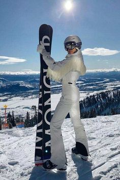 Kylie Jenner, Chalet Girl, Ski Girl, Snow Outfit, Snowboarding Outfit, Ski Season, Ski Fashion, Snow Skiing, Winter Pictures
