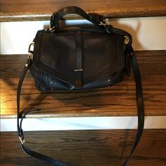 Tory Burch bag - can be shoulder or crossbody Tory Burch bag - can be shoulder or crossbody - from last springs 575 collection. Such a great bag! EUC. Tory Burch Bags Crossbody Bags