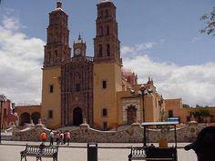 Dolores Hidalgo - Iglesia y plaza. Dolores Hidalgo, Cuna de la Independencia Nacional, su nombre completo, es uno de los 46 municipios del estado mexicano de Guanajuato.