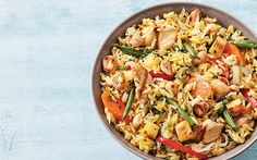 Arroz thai. Disfruta de una receta internacional y deliciosa. Prepara un rico arroz tailandés, es muy fácil ¡Tienes que probarlo! Revista Cocina Vital. Rice Recipes, Seafood Recipes, Asian Recipes, Vegetarian Recipes, Cooking Recipes, Healthy Recipes, Arroz Thai, Couscous, Asian Kitchen