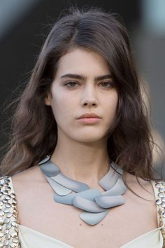 Pat McGrath make-up complemented the cruise Jewellery (Foto: LOUIS VUITTON )