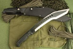 Dark bear Big Bowie Hunting Knife, Canada Knives and Swords