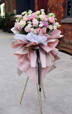 Tropical Flower Arrangements, Modern Floral Arrangements, Funeral Flower Arrangements, Beautiful Flower Arrangements, Funeral Flowers, Elegant Flowers, Beautiful Flowers, Big Bouquet Of Flowers, Balloon Flowers