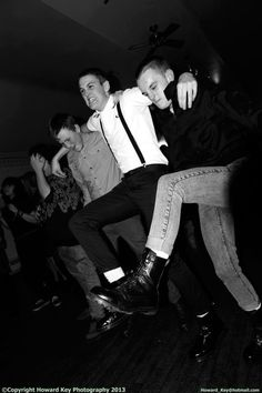 Boots and braces don't make a racist! Skinhead Boots, Skinhead Fashion, Boy Fashion, Skinhead Men, Ska Punk, Punk Goth, Dr. Martens, Ska Music, Fred Perry Shirt
