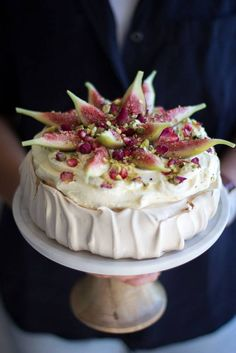 Arabian inspired Brown Sugar Pavlova with Rose Fig Pomegranate. Arabian inspired Brown Sugar Pavlova with Rose Fig Pomegranate & Pistachio Light Desserts, No Bake Desserts, Just Desserts, Delicious Desserts, Yummy Food, Sweet Recipes, Cake Recipes, Dessert Recipes, Cupcakes