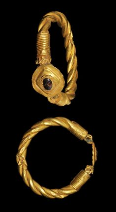 I always have to remind myself they did this without the aid of any modern technology.  The gold is just so warm : Roman Jewelled Gold Bracelet, 3rd century A.D.