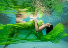 Read More about Sameera Reddy flaunts baby bump in underwater photoshoot on UiTVConnect Far from being shy of flaunting her baby bump, actress Sameera Reddy has instead set goals for women on how to embrace their body during pregnancy. Underwater Photoshoot, Underwater Pictures, Post Pregnancy Body, Pregnancy Months, Sameera Reddy, Advice For New Moms, Positive Body Image, No Photoshop, Baby Bumps
