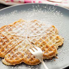 Glutenfrie Vafler med sukrin oppskrift -- www. Raw Food Recipes, Diet Recipes, Caesar Pasta Salads, Almond Flour Recipes, Raw Food Diet, Ground Almonds, Healthy Alternatives, Lchf, Protein