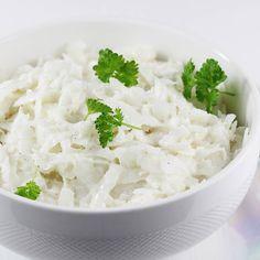 Surówka z białej rzodkwi, to bardzo dobra surówka do obiadu. Przepis jest sprawdzony a składniki dobrane tak, by surówka z białej rzodkwi ze śmietaną i odrobiną majonezu smakowała cudownie. Prosta i pyszna! Feta, Grains, Food Porn, Dairy, Soup, Rice, Cheese, Ethnic Recipes, Dinners