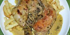 Muslos de pollo al curry con leche de coco y champiñones salteados.