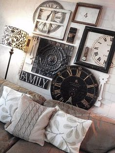Clock wall art ~ clock faces, empty frames and old window, door knobs ~ this is creative! (don't like the lampshade or the pillows :( . Art Mural 3d, 3d Wall Art, Wall Collage, Wall Groupings, Style Deco, Deco Design, Home Interior, Interior Paint, Interior Design