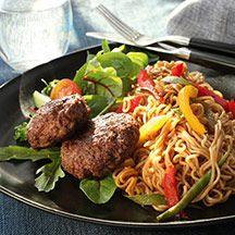 Färsbiffar och grönsaksnudlar Healthy Recipes, Healthy Food, Foodies, Bacon, Wellness, Beef, Cooking, God, Meat
