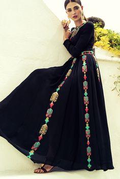 Vintage con sabor español - Vestido bordado de seda (9.800 €), de Valentino…