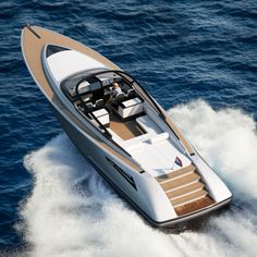 The Wajer 55 is a luxurious and innovative yacht renowned for its design and performance. This mini super yacht is the most technologically advanced open day boat of its kind and, like all Wajer yachts, built entirely in-house in Holland. Fast Boats, Speed Boats, Power Boats, Riva Boat, Yacht Boat, Yacht Design, Boat Design, Used Sailboats, Sailboat Decor