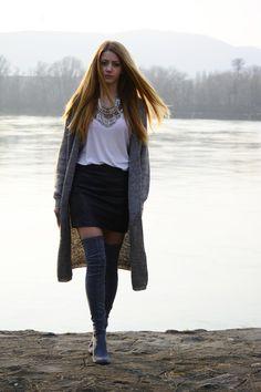 Skirt – H&M / T-shirt – Zara / Cardigan – New Yorker / Boots - Jessica Buurman / Necklace – Gemini.