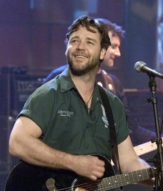 Rusell Crowe grabó tres álbumes con una banda de rock para pubs