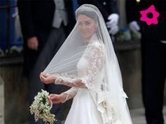 O vestido de noiva de Catherine Middleton, criado por Sarah Burton, possuía renda feita à mão pela Escola Real de Bordado