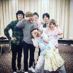 """Ami Onuki, Yumi Yoshimura & guests : """"¿¡Qué qué!? ¿Un paquete de... nuevos amigos? ¡Ah, en cualquier gira!""""  Bueno, esto es lo que traduje según las palabras de nuestra querida Ami-chan.  ¡Me encantan sus amigos! ¡Me encantaría ser parte de eso!  En fin, saludos!   puffy_4ever"""