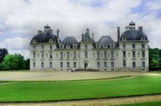 Zamek, który od 6 wieków należy do jednej rodziny, słynie z hodowli psów myśliwskich.