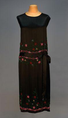 Silk Charmeuse dress with Iridill Beadwork. 20s Fashion, Fashion History, Art Deco Fashion, Vintage Fashion, Flapper Fashion, 1920s Dress, Flapper Dresses, 20s Dresses, Dressy Dresses