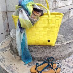 Départ à la plage... cabas Handed by, foulard MaPoesie, sandales Nimal.  #sunnyday #yellow #handedby #mapoesie_paris #nupieds #cabas